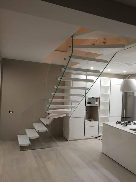 sbalzo legno vetro